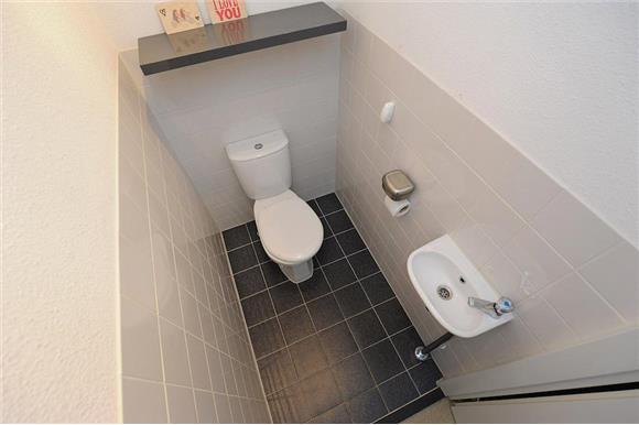 Renoveren toilet werkspot for Toilet betegeld