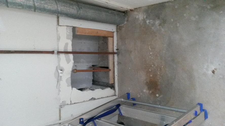 Afvoer Douche Ontluchting : Gangkast met afvoer en w k water betrekken bij de badkamer werkspot