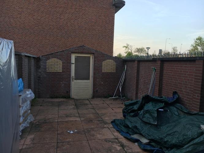 Bakstenen Muur Tuin : Bakstenen muur tuin afbreken en tuinhuis en schutting plaatsen