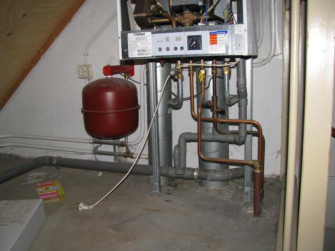 Radiator aansluiten op cv gaten boren door plafond for Tuinslang aansluiten op kraan zonder schroefdraad