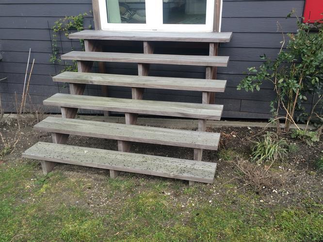 Buitentrap maken werkspot for Trap buiten hout