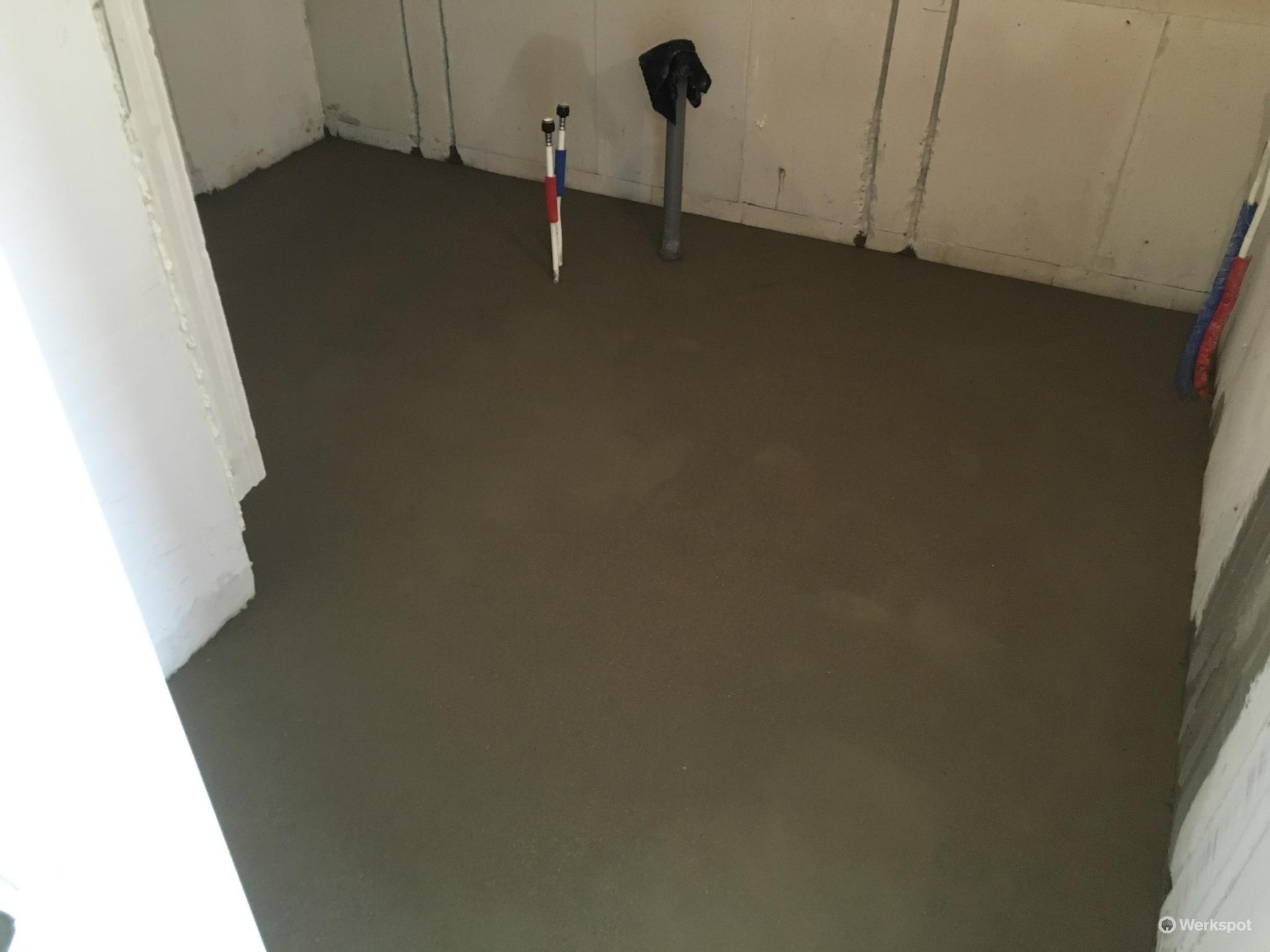 Badkamer Vloer Storten : Zand cement vloer á cm m in badkamer storten werkspot