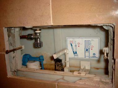 Onderdelen Hangend Toilet : Doorlopen toilet nakijken evt onderdelen vervangen werkspot