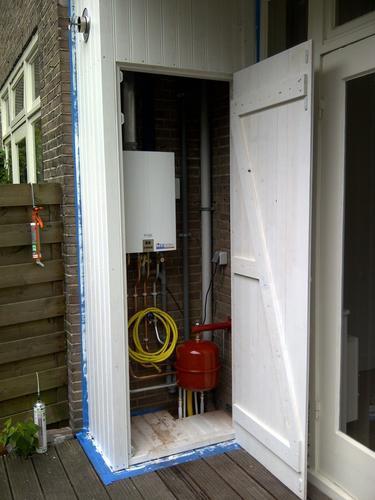 Kast op het balkon voor de cv met isolatie werkspot - Idee bergkast ...