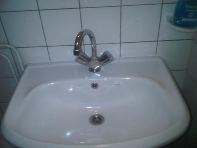 Badkamer Kraan Vervangen : Kraan wasbak badkamer vervangen werkspot