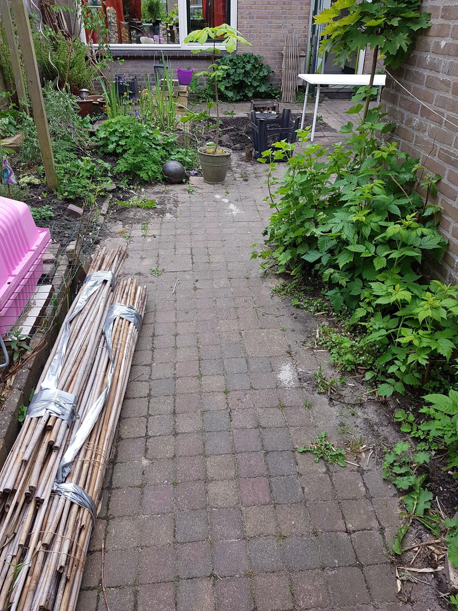 Ongekend bestraatte tuin steentjes keren plus bestrating uitbreiden - Werkspot PA-43