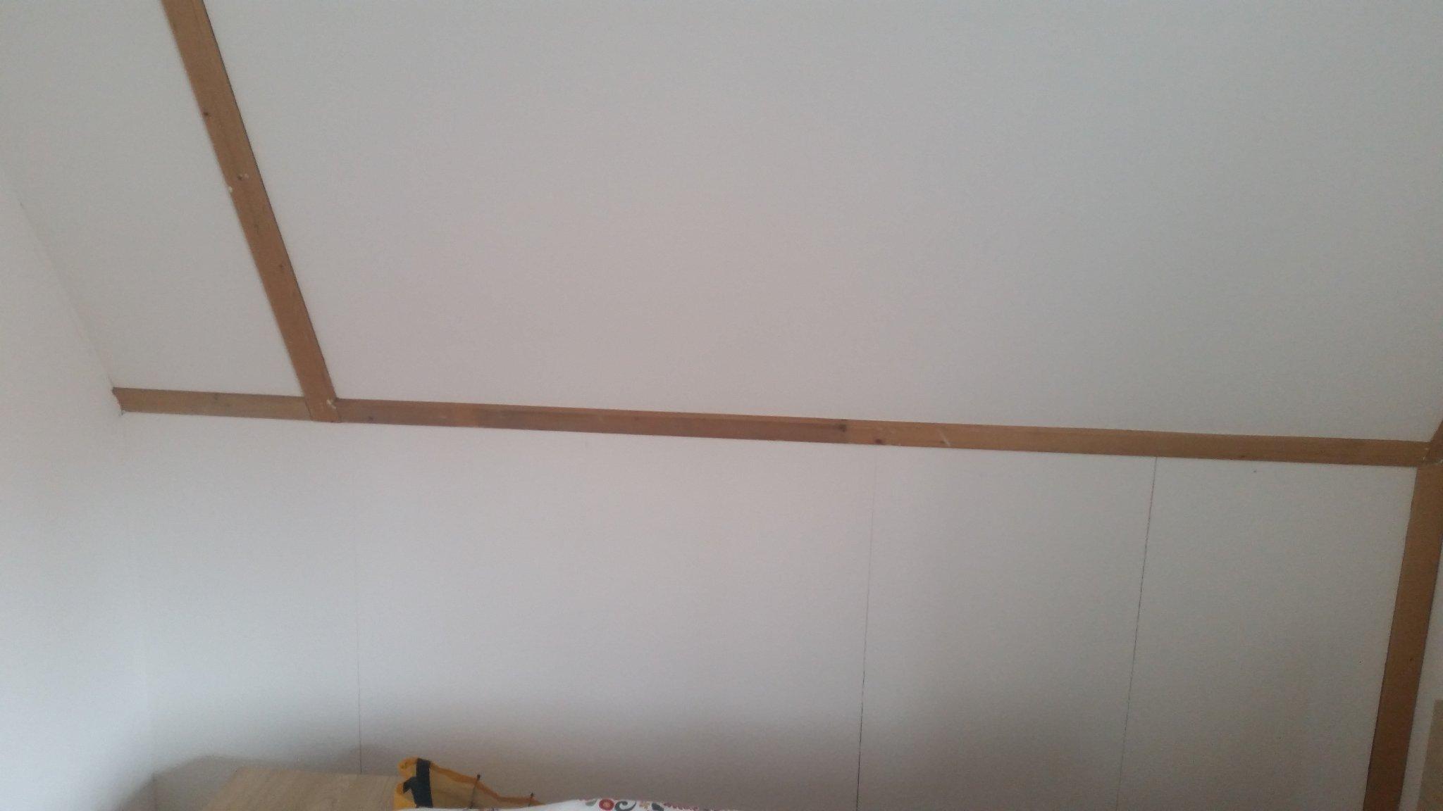 Schuifdeurkast onder schuin dak maken   Werkspot