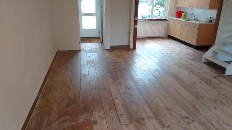 Eiken Vloer Beitsen : Grenen vloer schuren en lakken beitsen werkspot