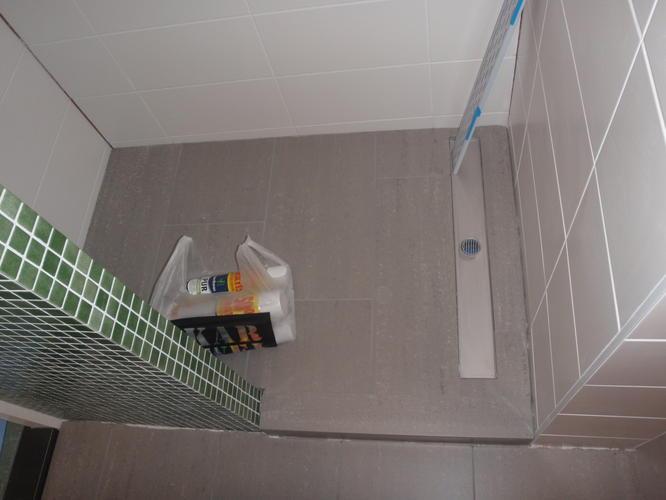 Nieuwe badkamer kozijn en trap kitten werkspot