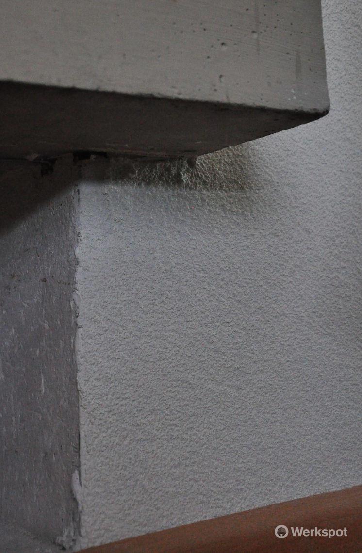 Spuiten van wanden en plafond in woonkamer - Werkspot
