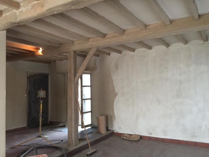 Kit en plamuur verwijderen van eiken houten balken plafond werkspot - Houten balkenplafond ...