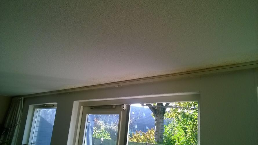 Lekkage Plafond Woonkamer : Herstellen plafond woonkamer spuitwerk na lekkage werkspot