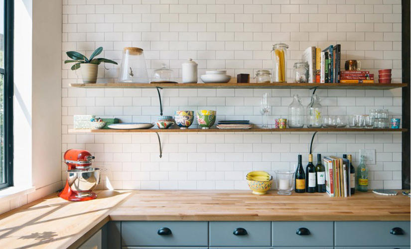 Plaatsen van metrotegels in keuken werkspot