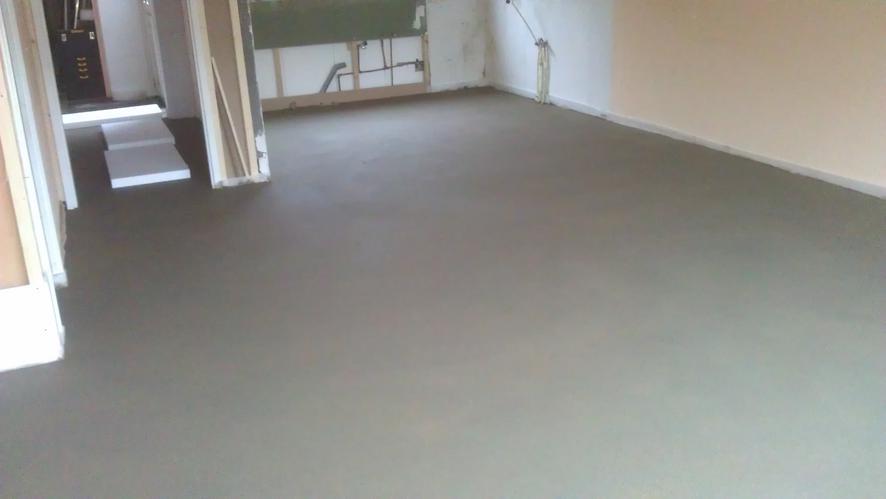 Extreem Egaliseren vlakke cement dekvloer - Werkspot UV91