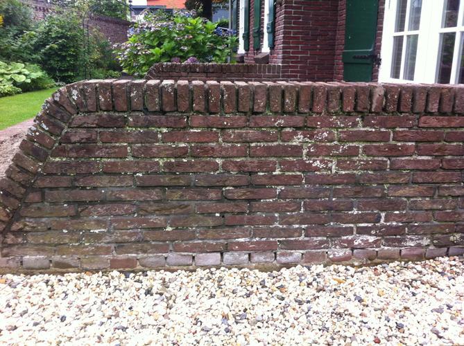 Stenen Muur Voortuin : Stenen muur als borderafscheiding in tuin werkspot muur tuin