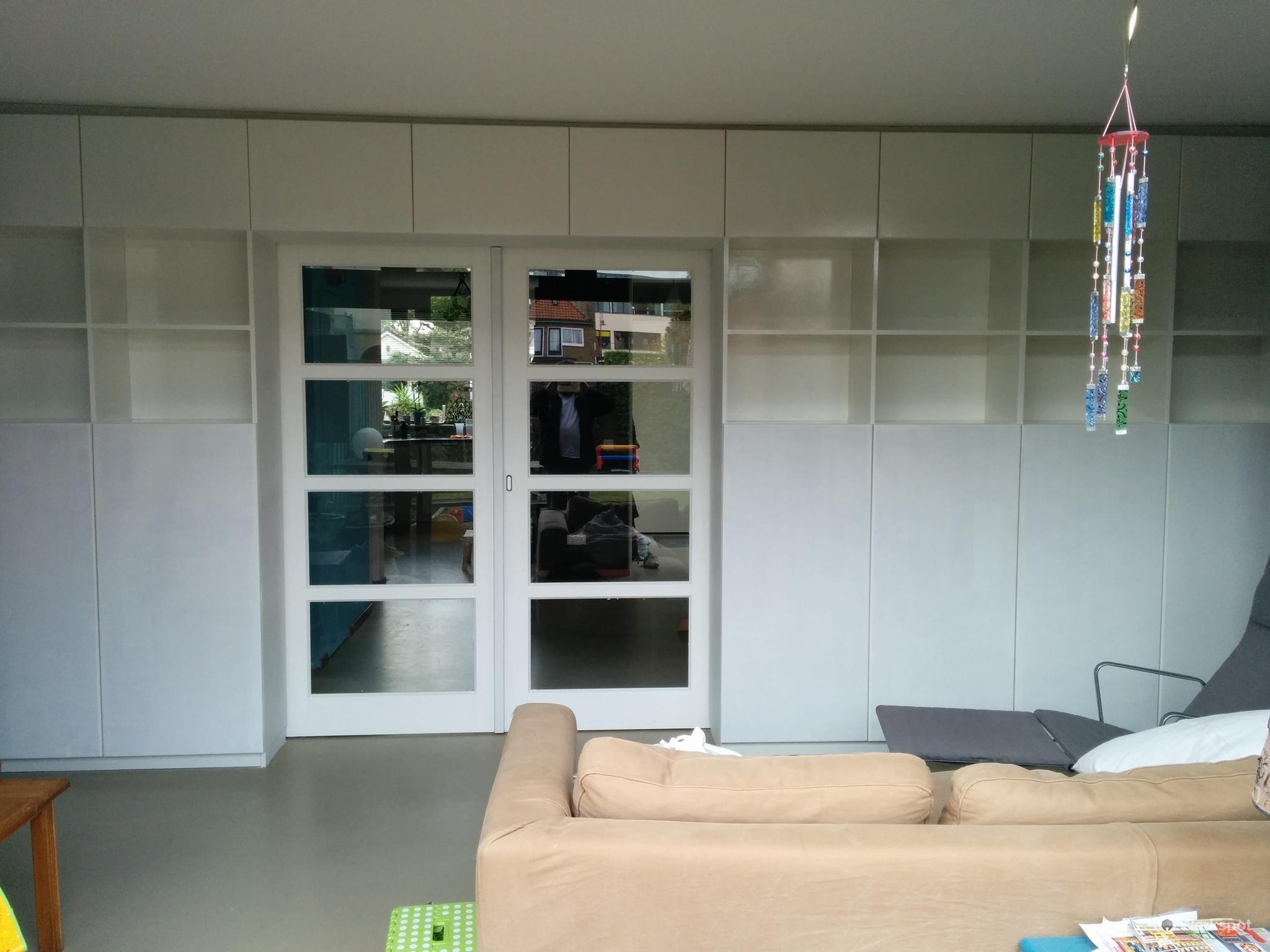 Scheidingswand met schuifdeuren maken in woonkamer - Werkspot