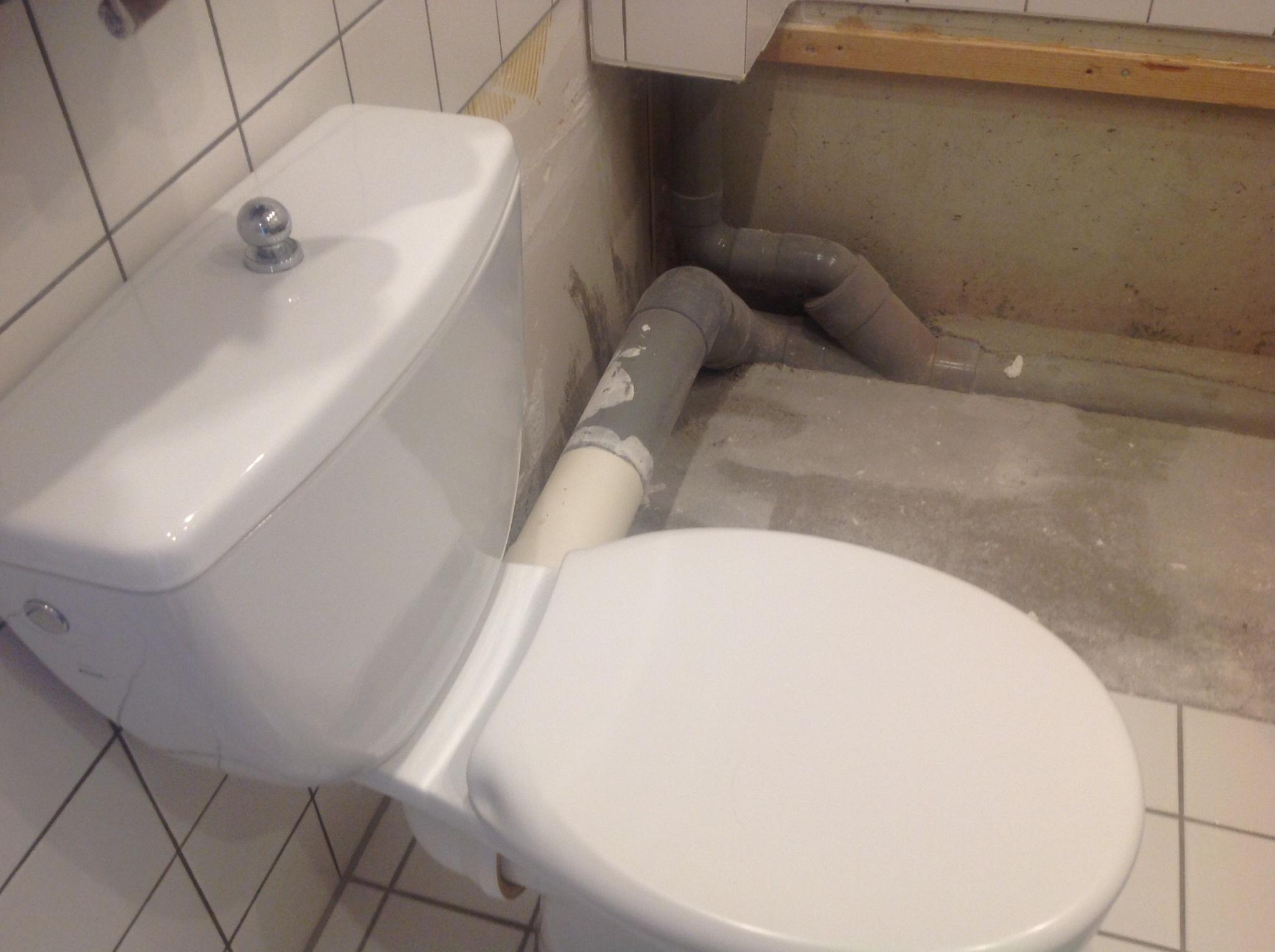 Verplaatsen en aansluiten toilet in badkamer - Werkspot