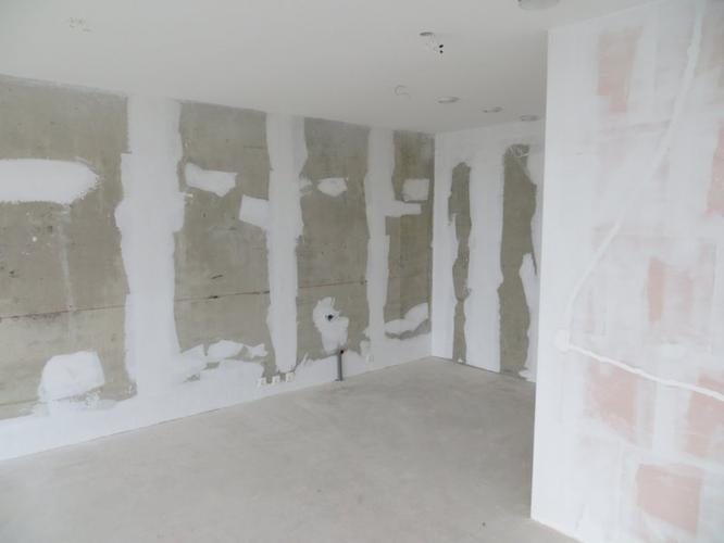Muren 200m2 in nieuwbouw woning met latex wit spuiten for Behangklaar