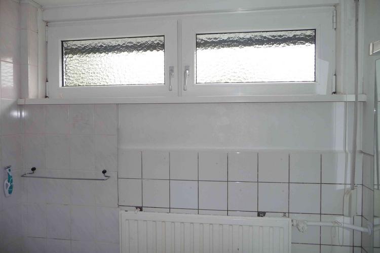 Betegelen van een badkamer van 2 x 2 meter werkspot - Betegelen van natuurstenen badkamer ...