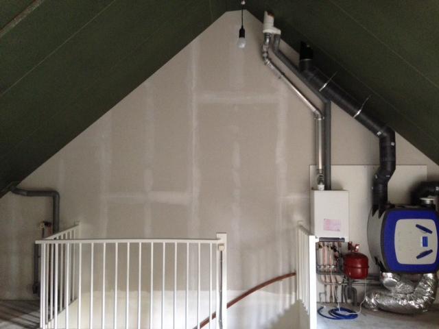 Schilderwerk structuurverf muur bij trap tot zolder eventuele hele werkspot - Trap toegang tot zolder ...