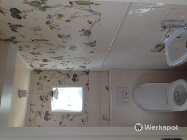 Behangen van 2 wc 39 s samen ong 10 m2 werkspot for Kostprijs behangen per m2