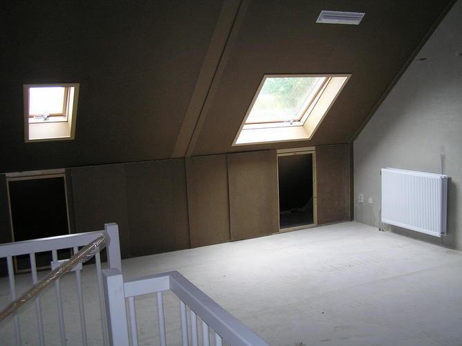 Afwerken van groene plafondplaten in een nieuwbouw woning. - Werkspot