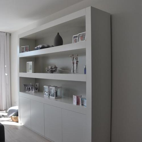 Eiken bureau en witte boekenkast - Werkspot