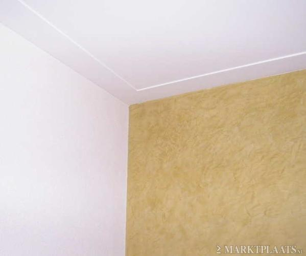 Wanden en plafonds strak stucen plafond met strakke lijst for Plafond sierlijst