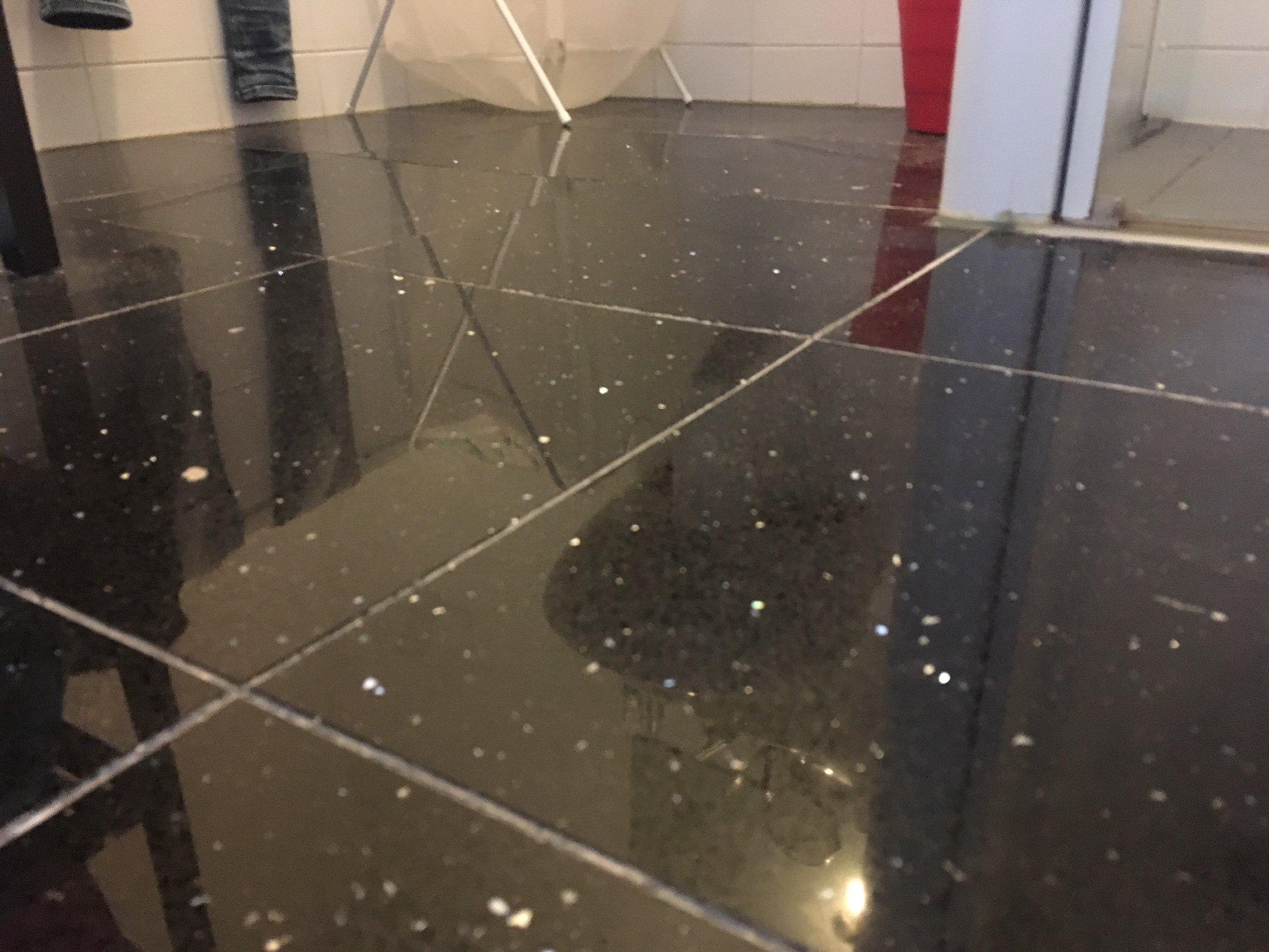 Badkamer Tegels Verwijderen : Badkamer tegels vloer opnieuw voegen en oude voegen verwijderen