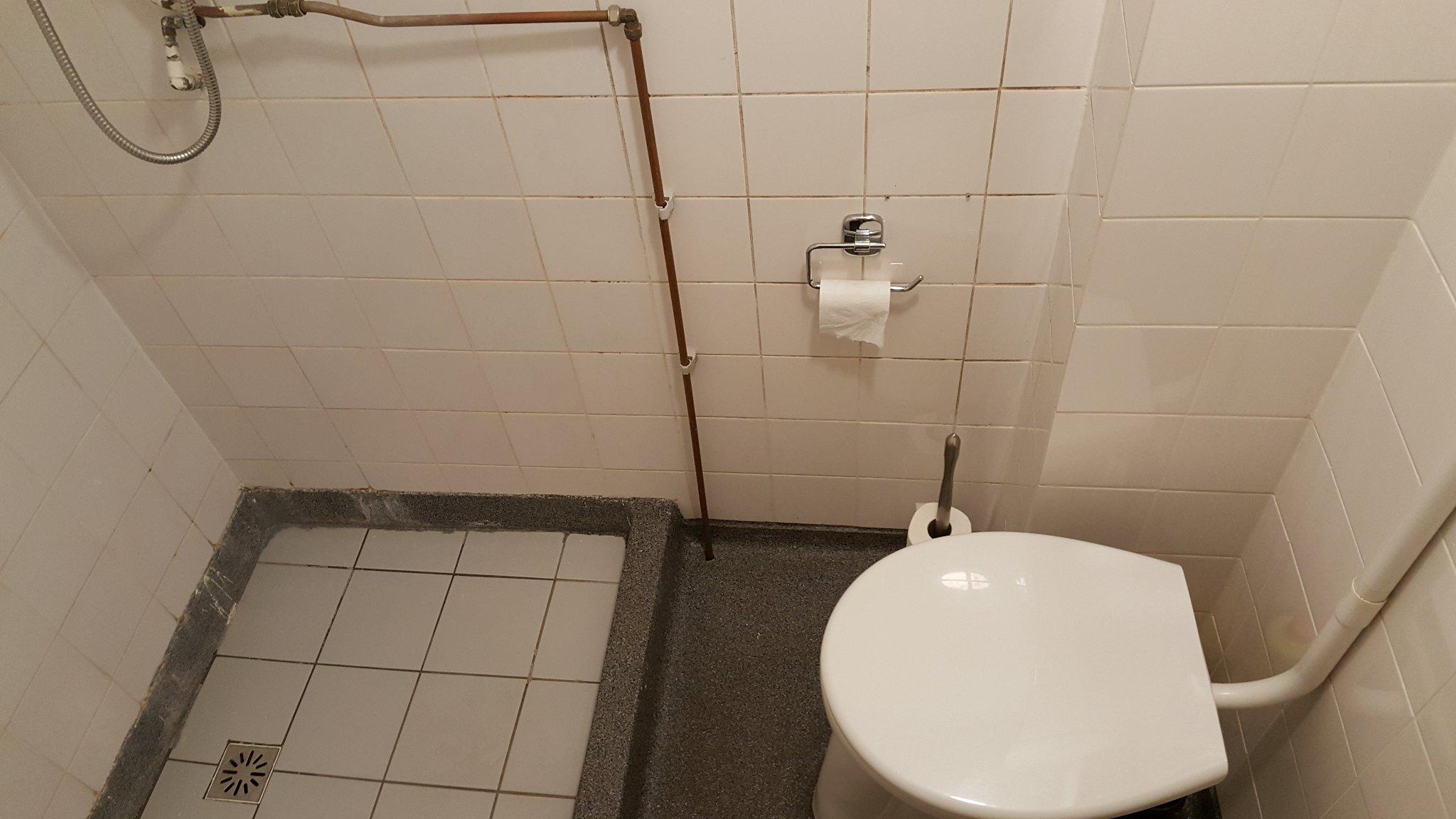 Loodgieter werkzaamheden kleine badkamer 2 m² - Werkspot