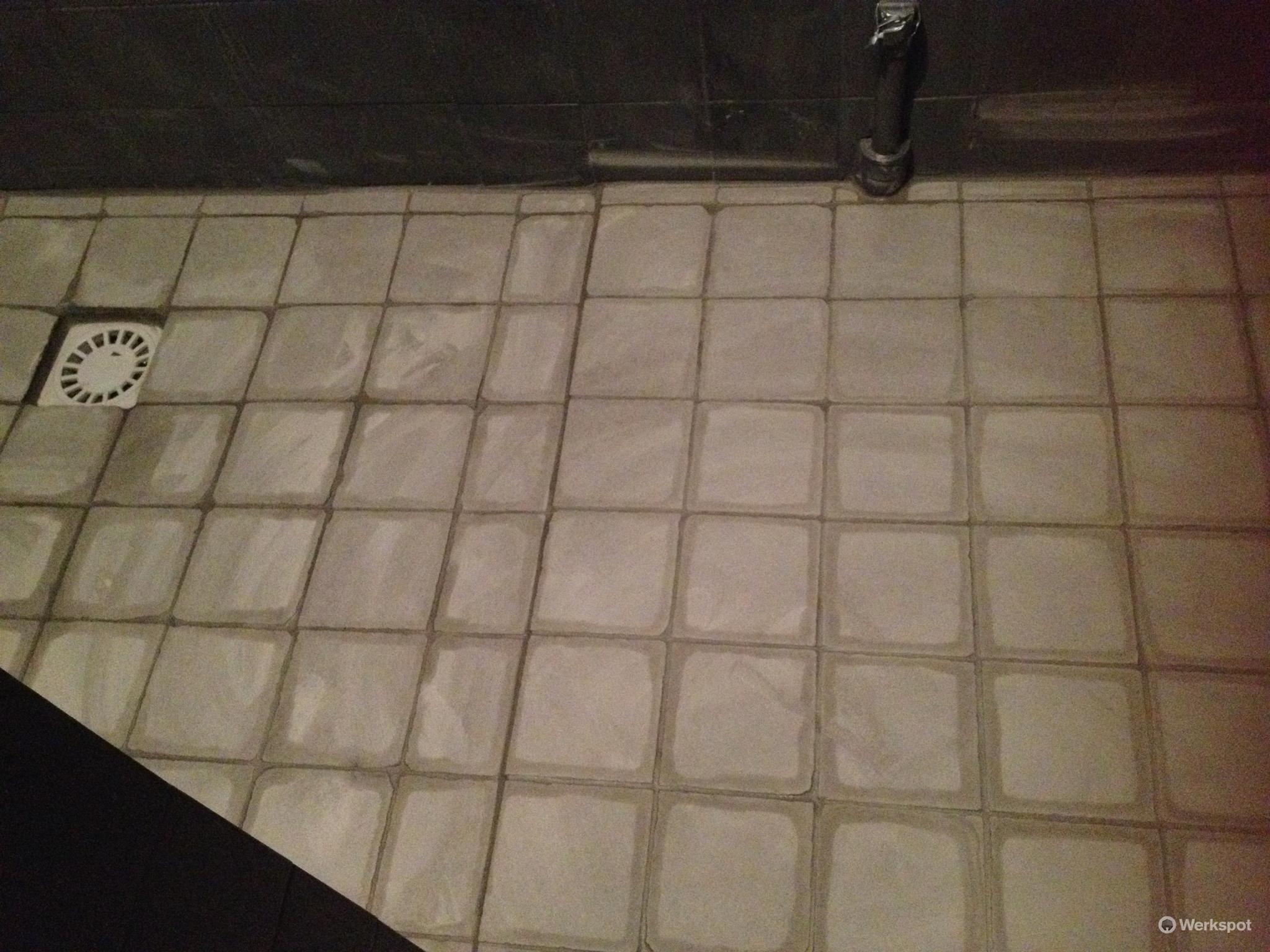 Vloertegels Voor Badkamer : Op korte termijn vloertegels badkamer leggen materiaal aanwezig