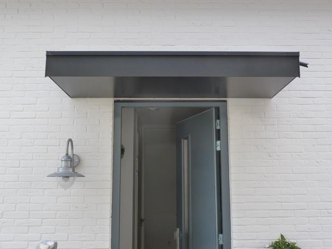 Voordeur luifel maken en plaatsen werkspot - Luifel glas ...
