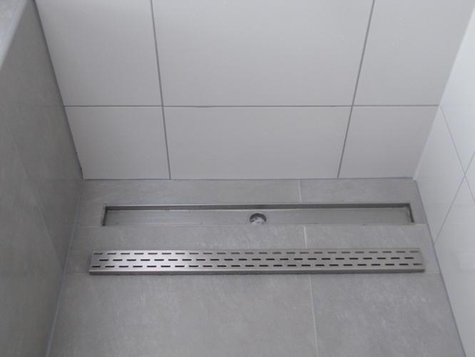 Inloopdouche Laten Plaatsen : Opnieuw aanleggen afvoer douche en laten doorlopen wastafels