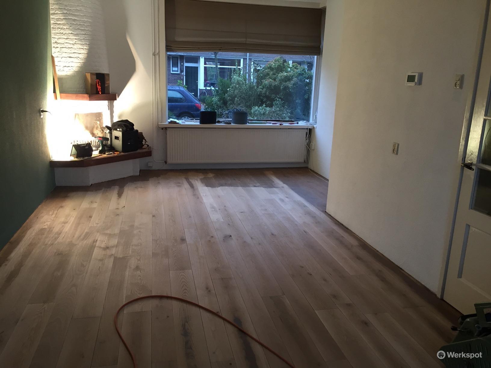onderhoud houten vloer woonkamer en keuken werkspot