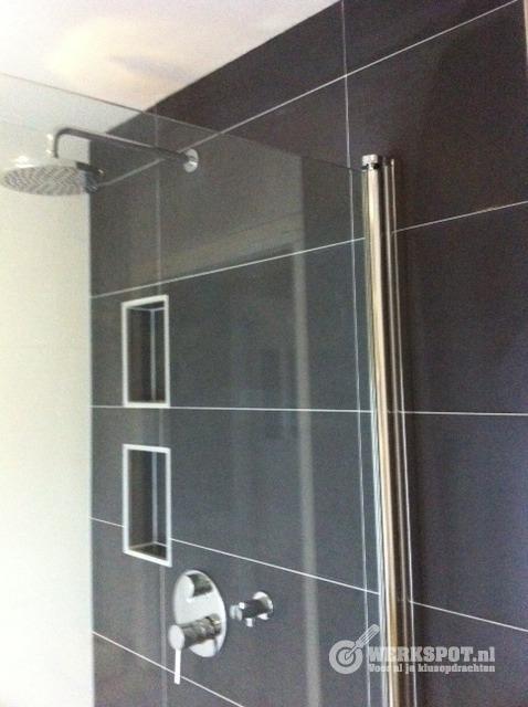 Kleine badkamer renoveren - Werkspot