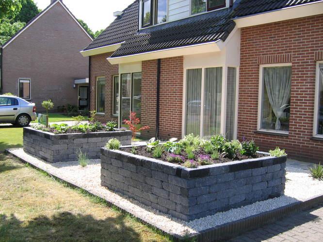 Kleine voortuin met grind bladvrij maken werkspot - Tuin grind decoratief ...