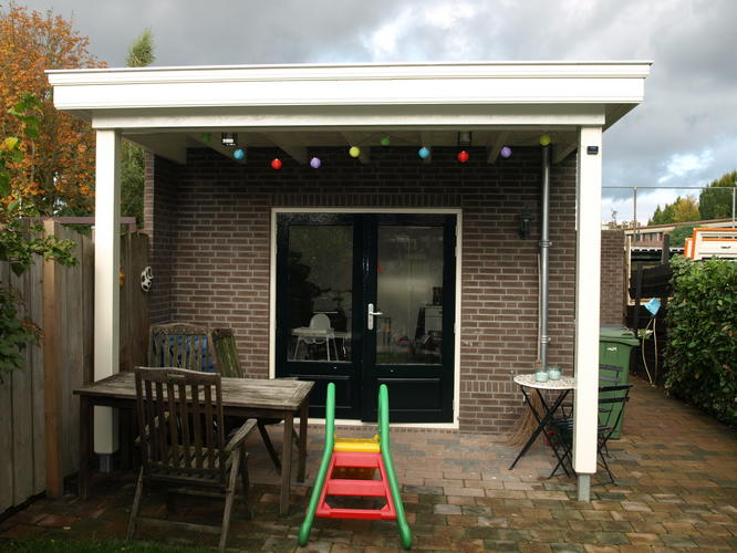 Afdak aan bestaande woning werkspot - Veranda met dakraam ...