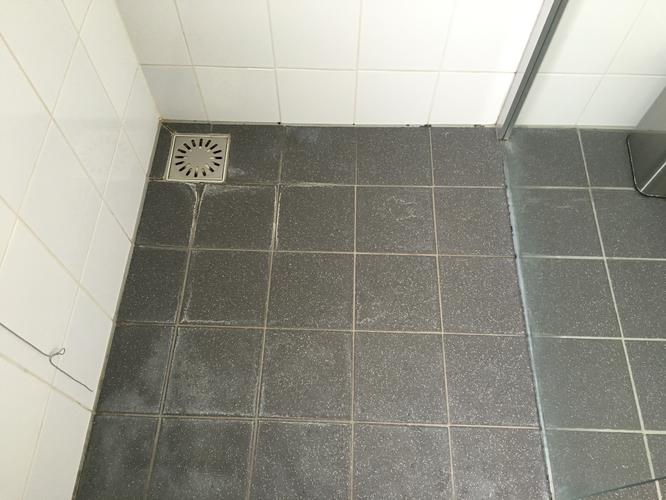 Voegen en kitten herstellen badkamer werkspot