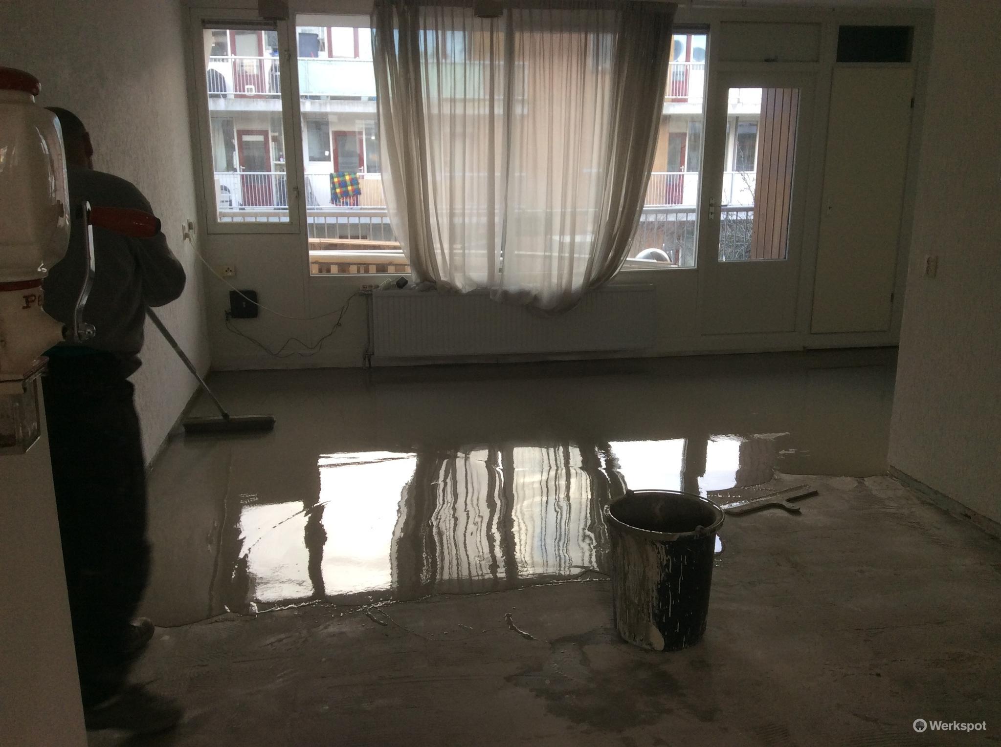 40 m2 vloer egaliseren met cementgebonden egalisatiemortel met