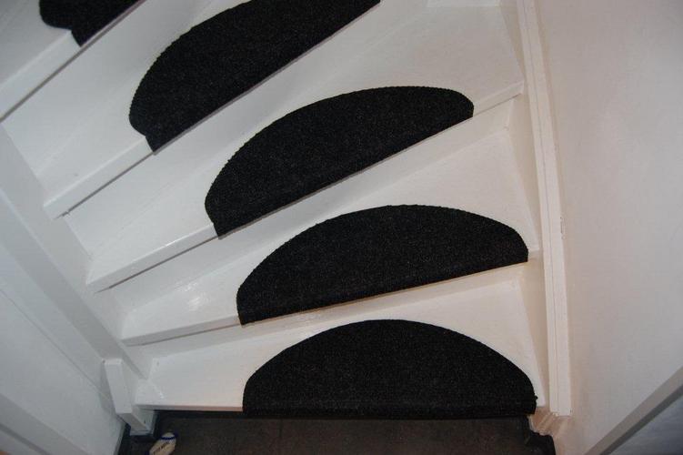 Tapijt voor traptreden: houten trap kosten soorten plaatsen en