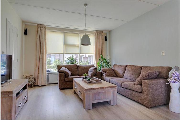 Slaapkamer In Woonkamer : Woonkamer en slaapkamer laten behangen met glasvezel glasvlies