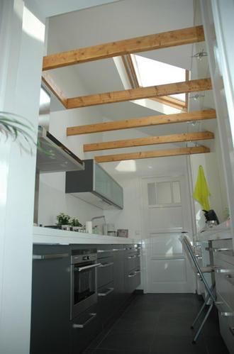 Schuin dak aftimmeren keuken begane grond werkspot - Badkamer onder het dak ...