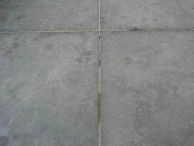 Voegen vloertegels repareren – Mdf lakken hoogglans