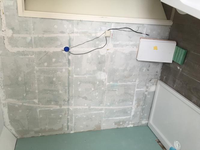 betegelen badkamer 15 m2 en plaatsen douchewand met douchebak, Badkamer