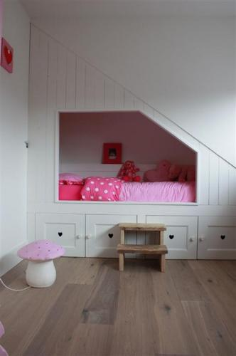Bedstee onder schuine wand maken werkspot - Foto slaapkamer klein meisje ...