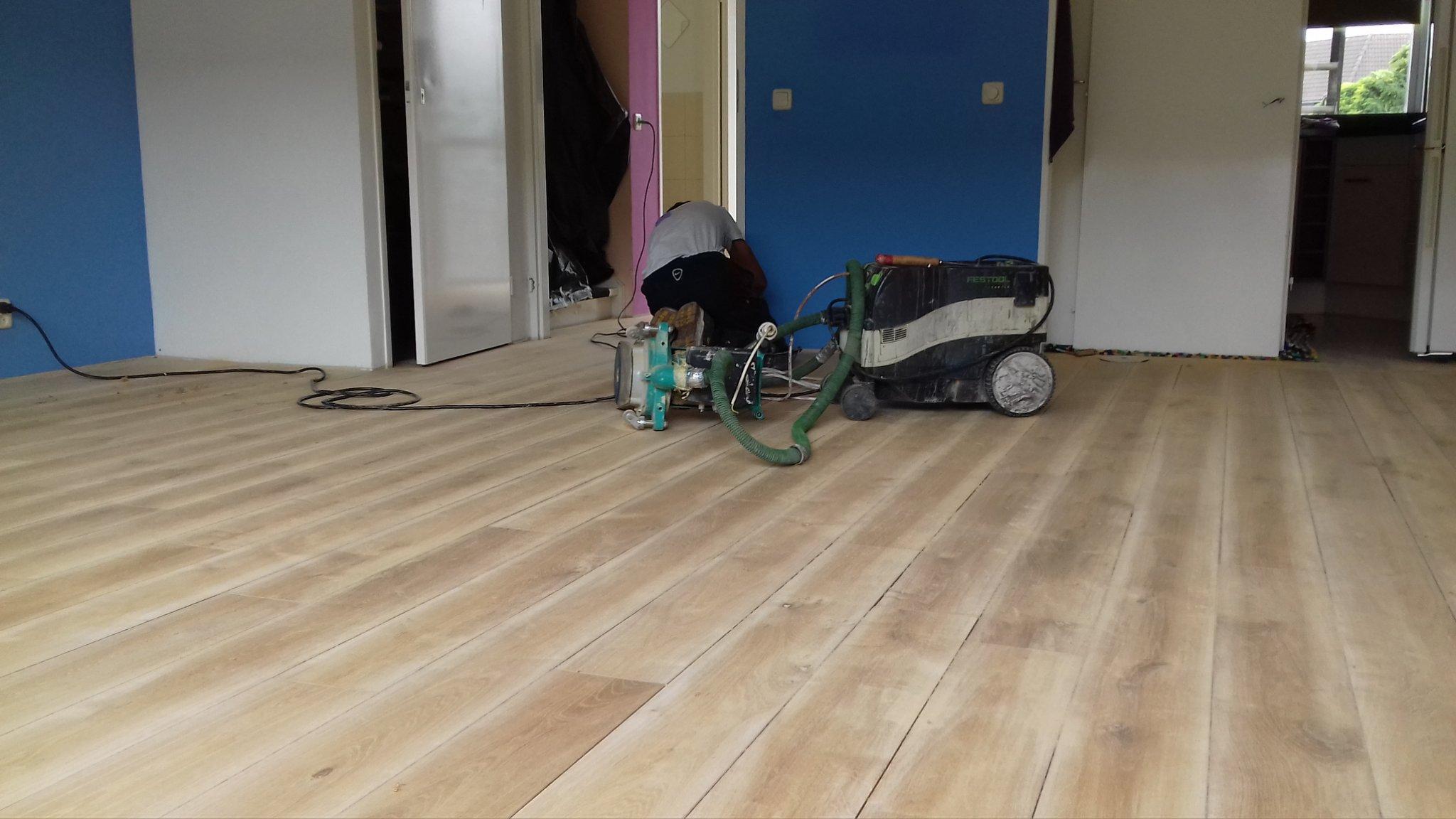 eiken houten vloer schuren en lakken werkspot