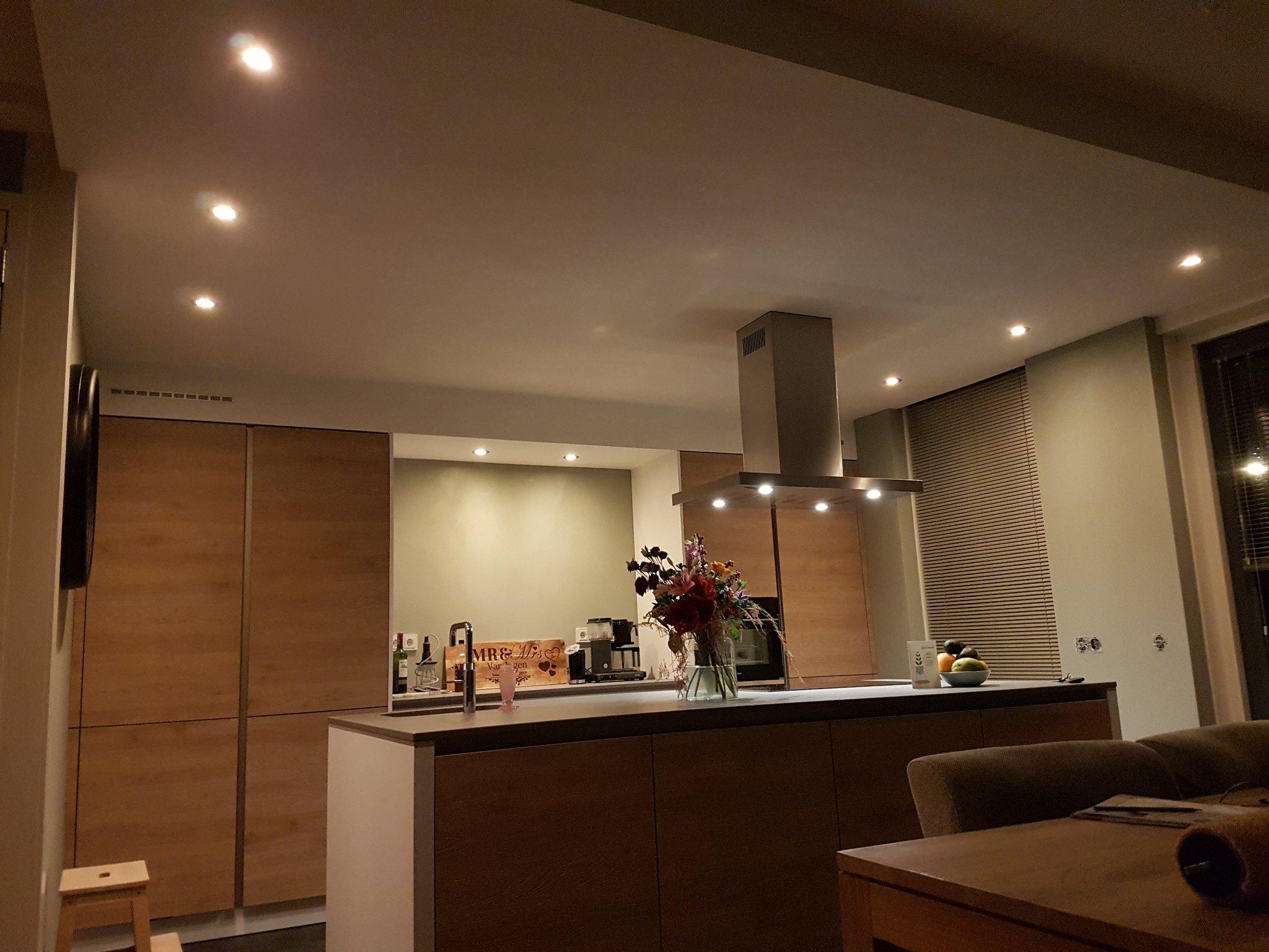 Afzuigkap In Plafond : Verlaagd plafond maken met spots en afzuigkap werkspot