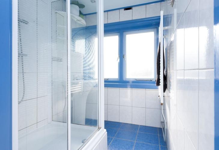 Badkamer verplaatsen en bestaand toilet vergroten - Werkspot