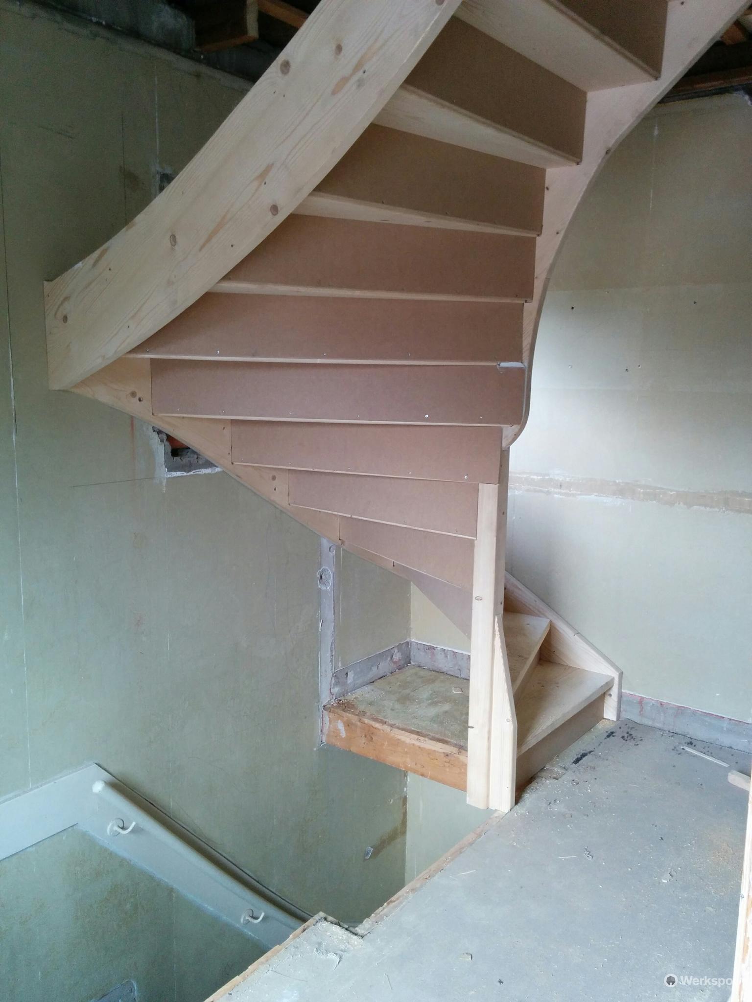 Plaatsen trap eerste etage naar zolder werkspot for Trap plaatsen naar zolder