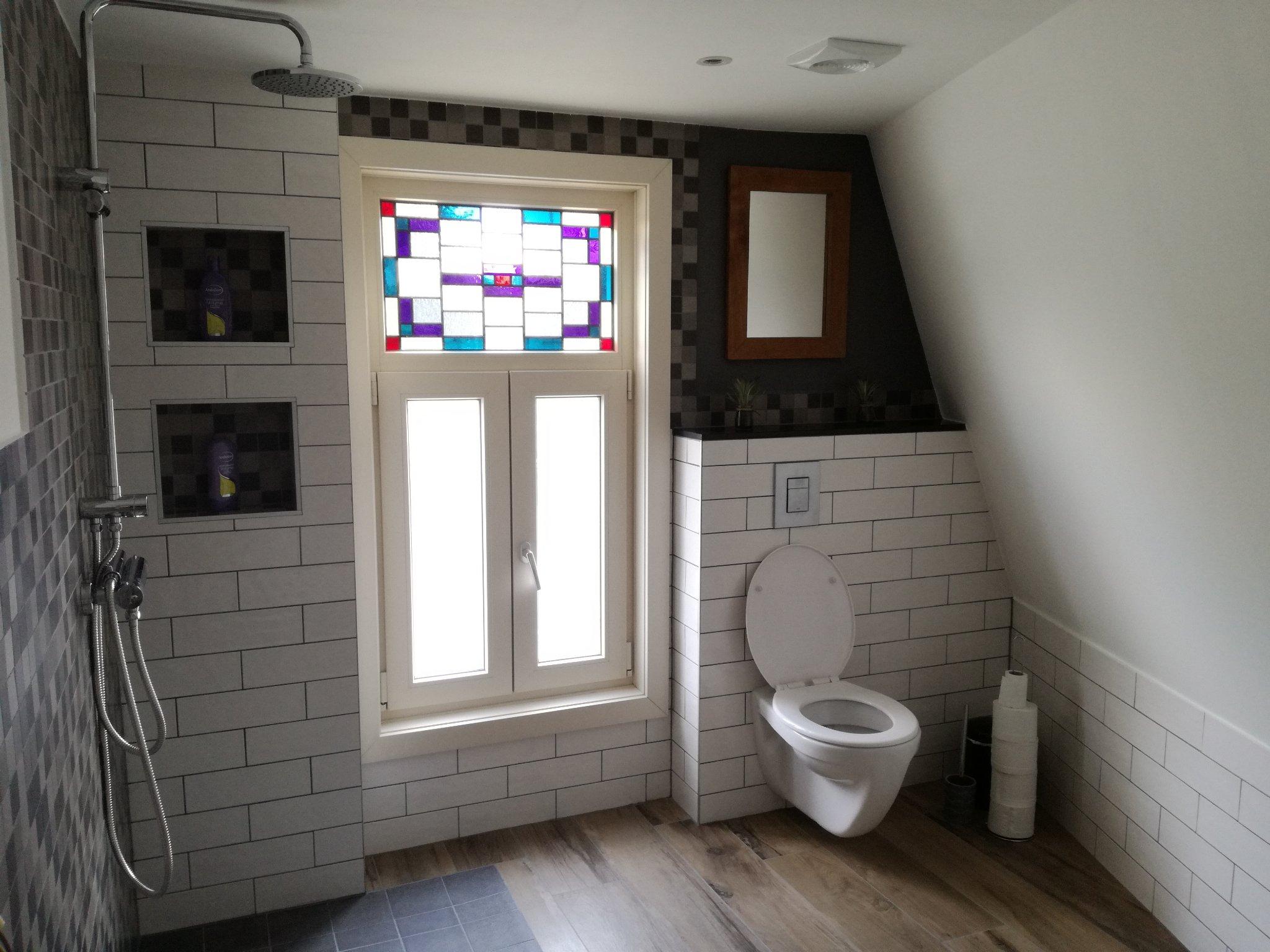 Vloerverwarming Badkamer Aanleggen : Tegelen vloer en electrische vloerverwarming aanleggen in badkamer